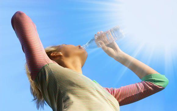 El agua mineral, ¿una fuente de calcio libre de calorías?