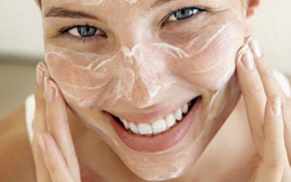 Ácido hialurónico y manitol, la combinación para reparar la piel del daño solar