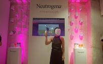 Visibly Clear Máscara de Fototerapia Anti acné de Neutrogena.