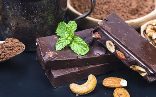 ¿Por qué deberías comer chocolate negro con almendras?