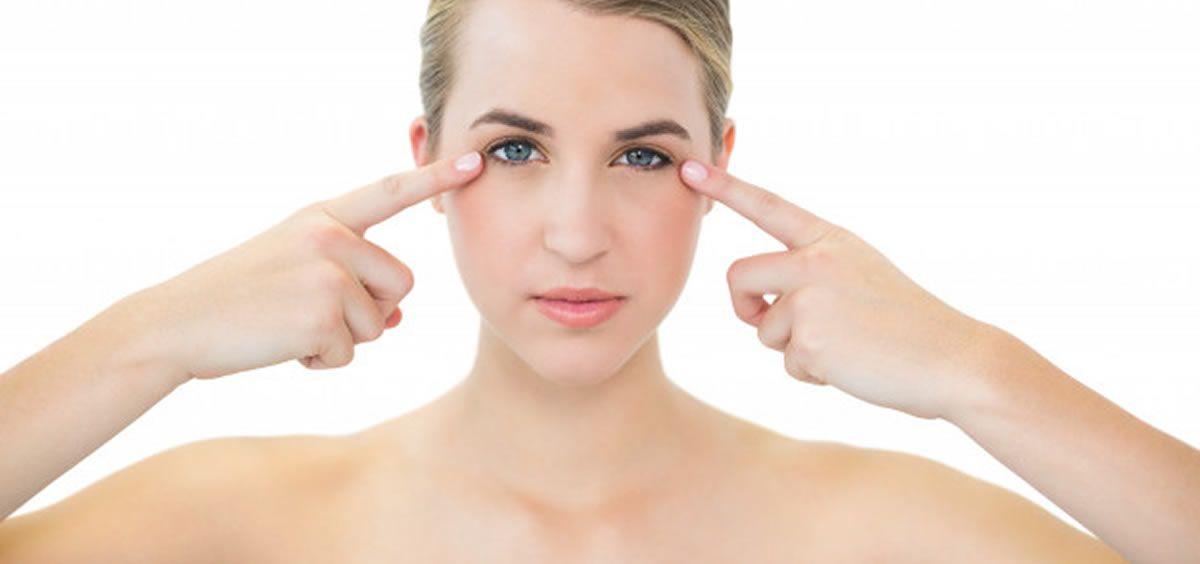 El serum potencia la luminosidad, mitiga las señales de estrés en la piel, trata el envejecimiento prematuro o combate el acné.