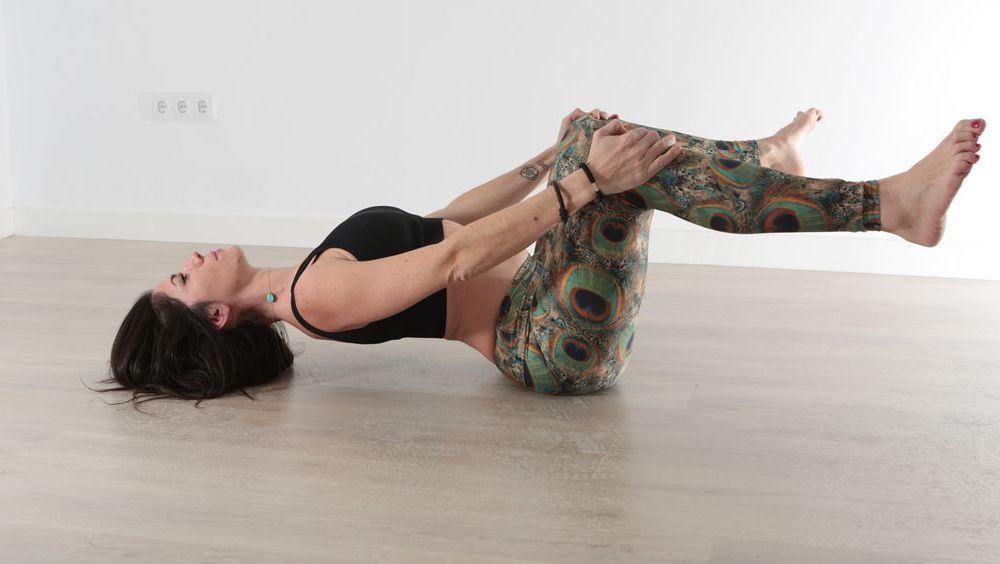 El yoga bowspring es una opción que mejora la postura, cultiva la atención y mejora la salud.