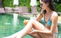 Los dermatólogos recomiendan usar un protector solar físico en lugar de uno químico, con al menos un 30 de protección