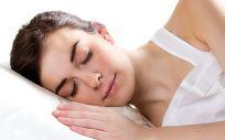 Dormir es la mejor cura de belleza dado que la piel es mucho más receptiva de noche y es cuando la actividad celular se dispara