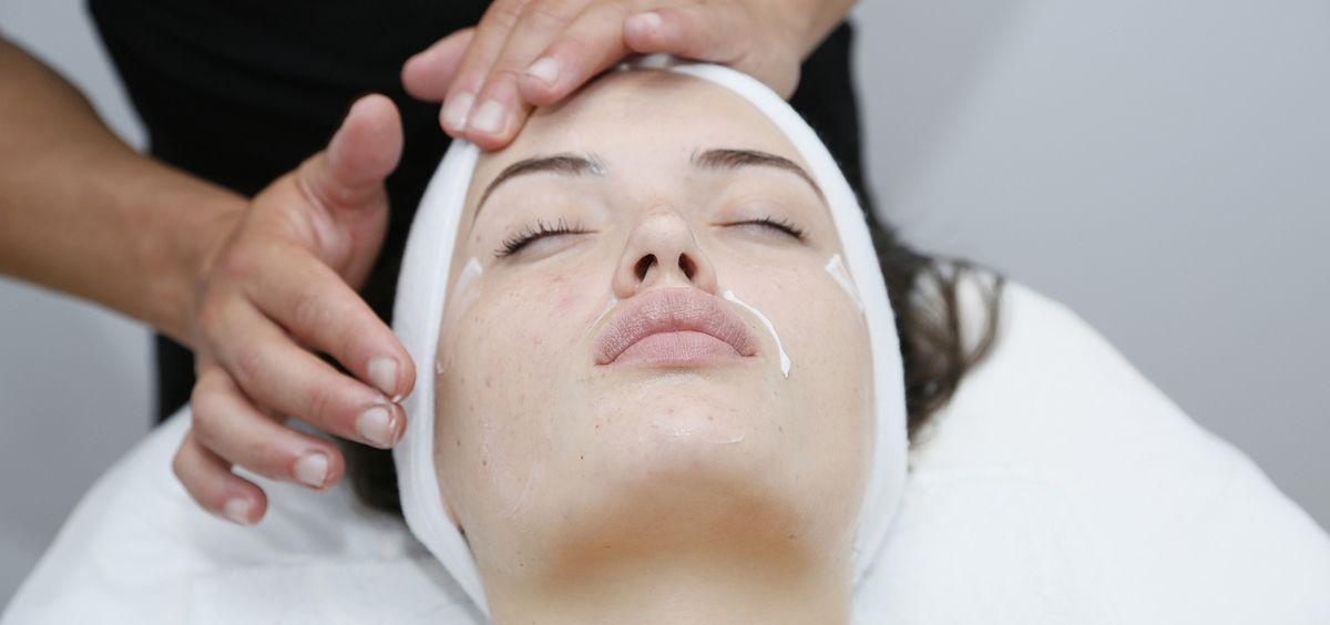 Este tratamiento relaja y tonifica los músculos de la cara y previene la aparición de arrugas