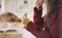 El estudio no prueba que comer lentamente ayude a perder peso, pero sí ofrece una pista de que podría hacerlo