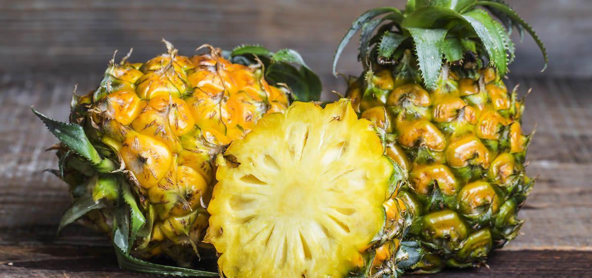 La piña es una fruta rica en vitaminas y minerales como el magnesio, que ayuda a fortalecer los huesos