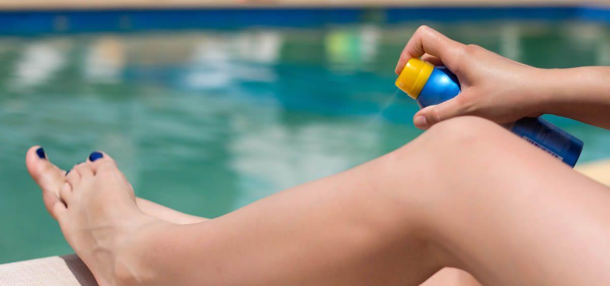 Debemos ser especialmente cuidadosos con el sol y acostumbrarnos a utilizar protección solar a diario