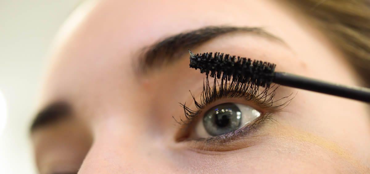 Deslumbra con tu mirada con unas cejas y pestañas más largas y fuertes.