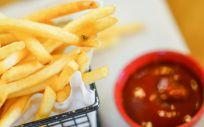 La acrilamida está presente en alimentos que consumimos con total normalidad como las patatas fritas.