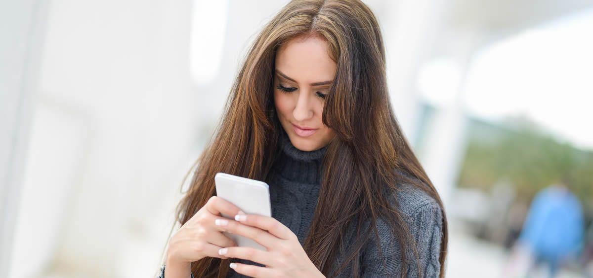 El mal uso del smartphone también es el responsable de los problemas estéticos fruto del ''textneck'' o ''cuello de Smartphone''