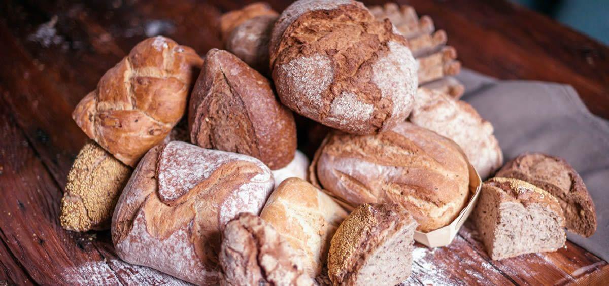 Un pan elaborado artesanalmente y con el tiempo suficiente de fermentación, tiene mucho más peso que el preparado de manera industrial con impulsores químicos