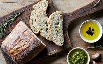 El pan tiene un bajo contenido en grasa, concretamente entre 1 y 3 gramos