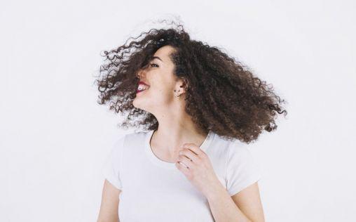 Despídete (de una vez por todas) del encrespamiento del cabello