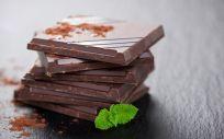 El chocolate negro es un alimento que proporciona suavidad e hidratación a la piel