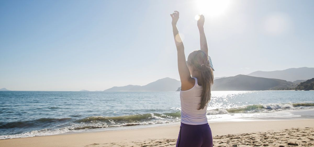 Los rayos del sol son beneficiosos para el organismo, nos ayudan a generar Vitamina D y tienen un reconocido poder para levantar el ánimo