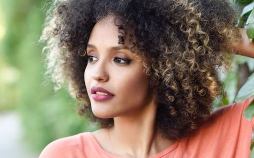 Cinco tips para sacar partido a tu pelo rizado