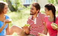 En la edad de los 20 es importante realizar las cinco comidas al día