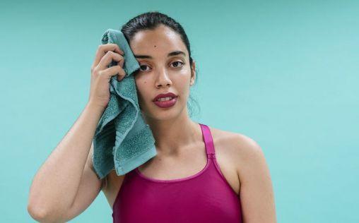 Todo lo que debes saber sobre la hiperhidrosis (y cómo combatirla)