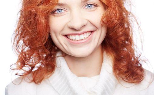 ¿Tienes manchas blancas en los dientes? Descubre cómo tratarlas