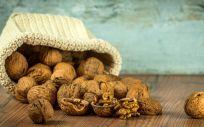 Las nueces ayudan a mejorar la circulación sanguínea debido a su contenido en vitamina B3
