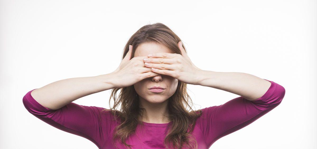 Levantarse con los ojos hinchados es una situación por la que hemos tenido que pasar todos en algún momento de nuestra vida