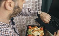 Para comer sano en la oficina hay que elegir un menú que sea variado y equilibrado