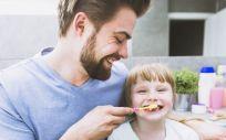 Los padres son los referentes de sus hijos, por lo que es importante enseñarles unos hábitos de higiene dental