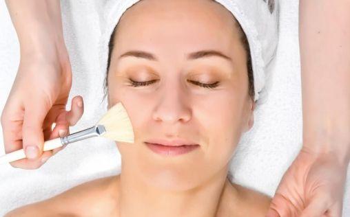 Despídete de las manchas de la piel con estos tratamientos