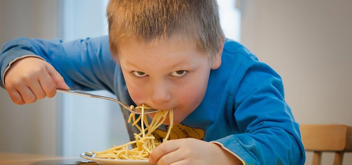 Sigue estos consejos para que los niños coman mejor en casa