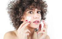 Este tipo de dermatitis cursa con brotes, seguidos de períodos de remisión en los que la piel presenta sequedad