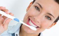 Si no mantenemos los dientes sanos o comemos demasiado azúcar, podemos sufrir caries u otras enfermedades