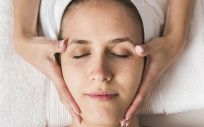 Primero hay que realizar una limpieza completa de la piel para poder potenciar los tratamientos