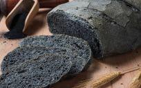 El carbón activado es un compuesto vegetal con una superficie altamente porosa