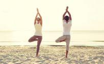 Practicar yoga en pareja es muy reconfortante