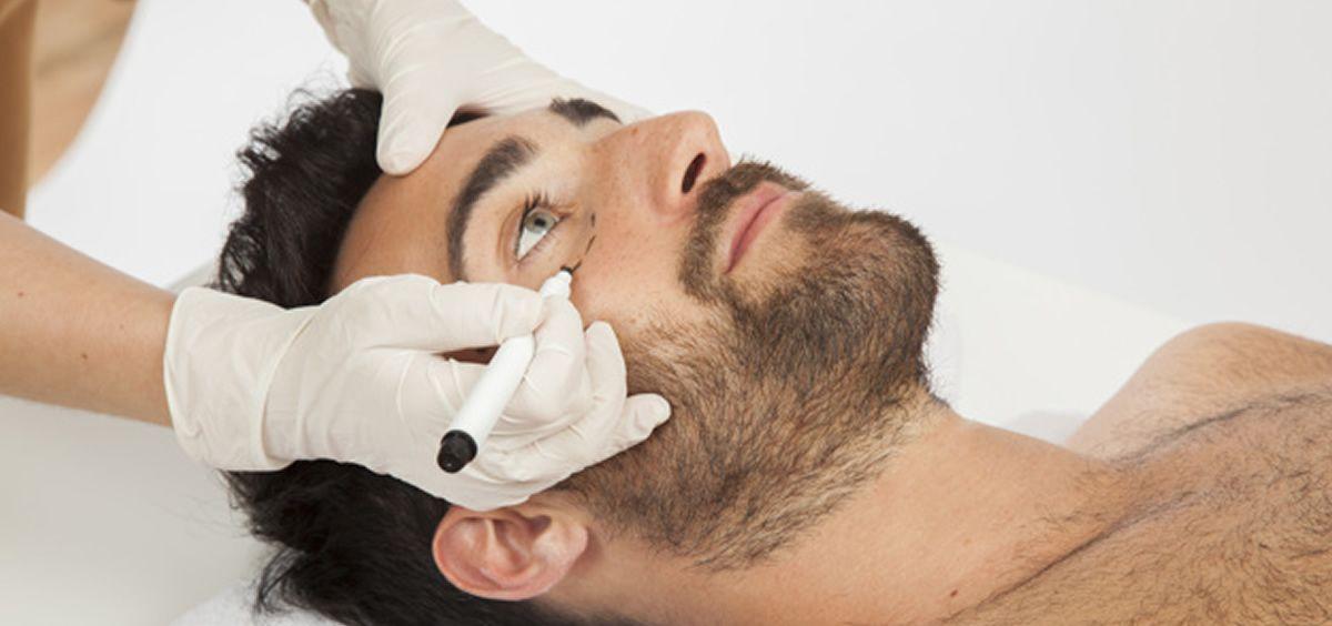 Desde hace tiempo, y cada vez más, los hombres se muestran interesados por la medicina estética