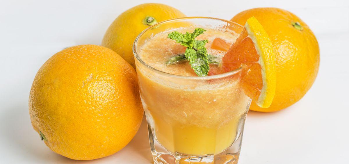 El zumo de naranja tiene numerosos beneficios para tu salud