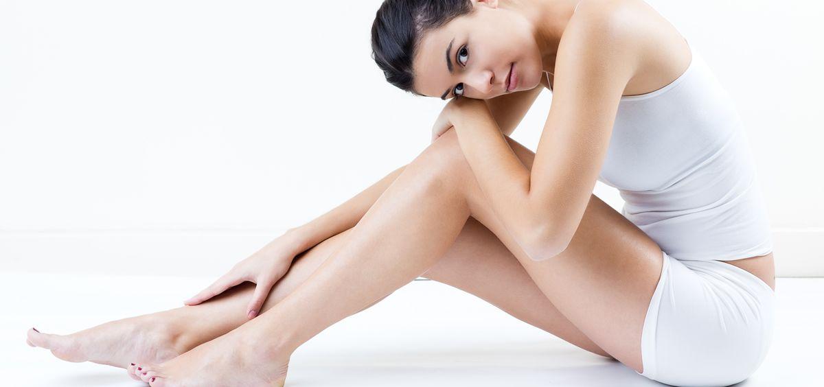 El colágeno y la elastina también pierden su fuerza, y se debe a una serie de factores que, al igual que en el rostro, provocan el envejecimiento corporal