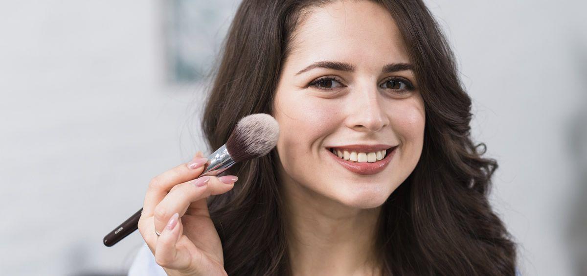 Esta base de maquillaje protege tu rostro de los rayos solares