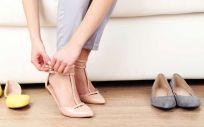 El uso continuado de un zapato plano influye en el desarrollo de ciertas enfermedades