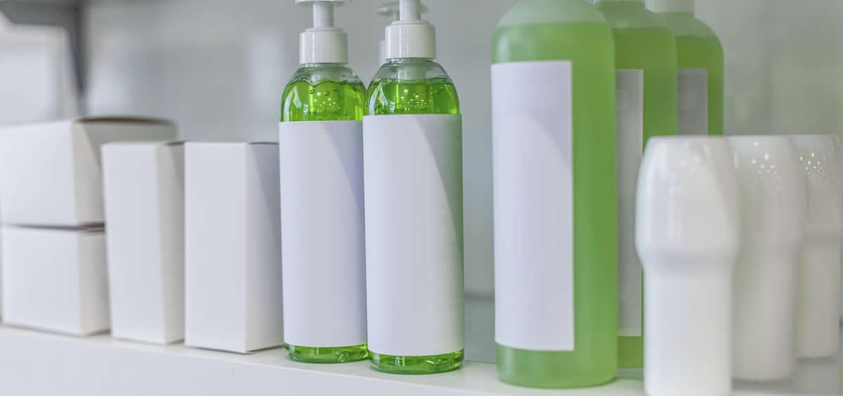 La UE estableció en 1998 que los productos cosméticos deben llevar un etiquetado indicando sus componentes