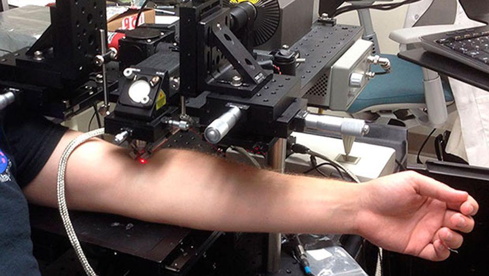 Láser empleado por investigadores de la Universidad de Arkansas para eliminar células cancerosas / Foto: Ekaterina Galanzha