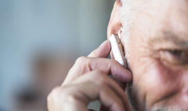 Un audífono de implante coclear mejora la frecuencia del sonido (Foto. Freepik)