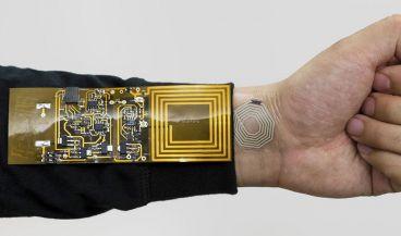 Sensor inalámbrico que se adhiere a la piel (Foto: Universidad de Stanford)