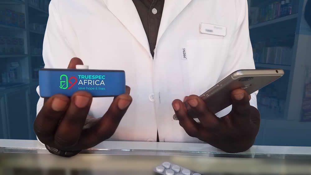Un dispositivo determina si un medicamento es verdadero o falso (Foto. TrueSpec Africa)