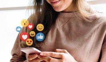 Usuaria gestionando sus redes sociales. (Foto. Rawpixel)