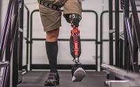 Una pierna protésica inteligente con inteligencia artificial. (Foto. Universidad de Utah)