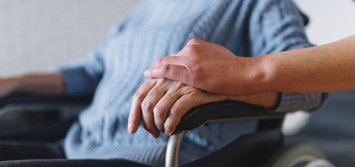 Mujer en silla de ruedas (Foto. Freepik)