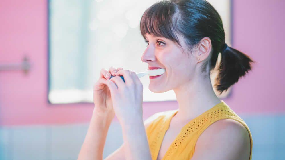 Y Brush es un cepillo electrónico limpia los dientes en solo 10 segundos (Foto. Y Brush)