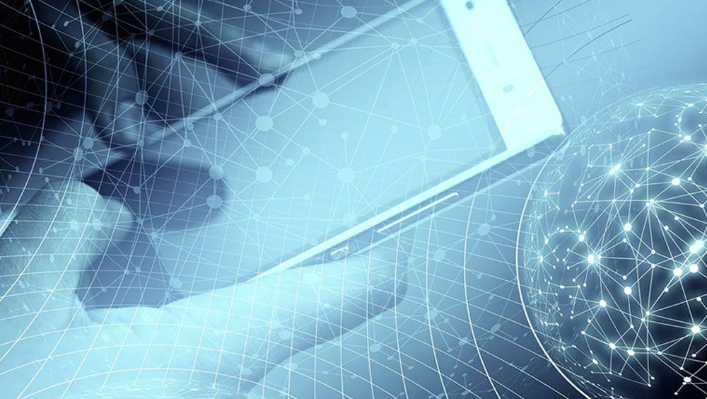 Usuario utilizando un smartphone. (Foto. Pixabay)